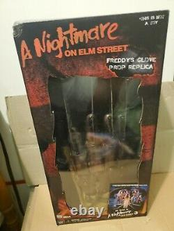 NECA FREDDY KRUEGER GLOVE A Nightmare on Elm St 3 1987 Movie Prop Replica